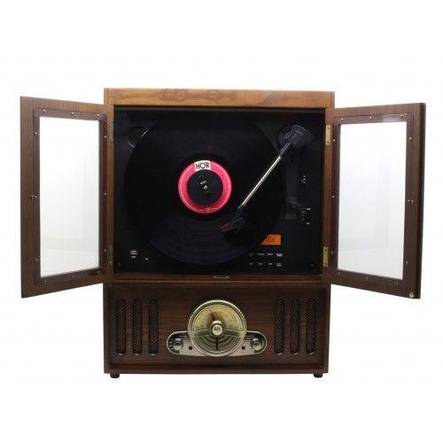 Een verticale platenspeler, de soundmaster nr600 met daarin een heleboel verborgen mogelijkheden. achter de ...