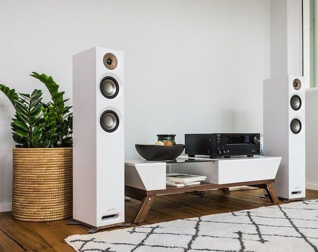 Het verschil tussen de boekenplank en vloerstaande speaker